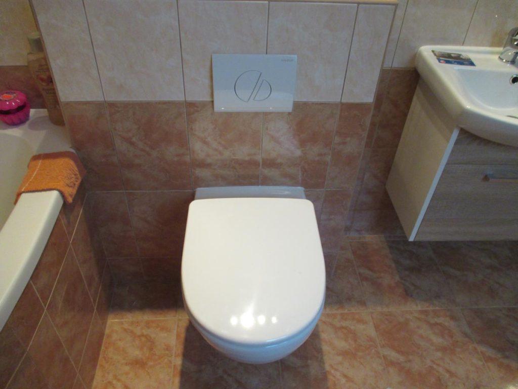 Koupelny a vodoinstalace